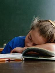 edu-durmiendo-en-clase-3